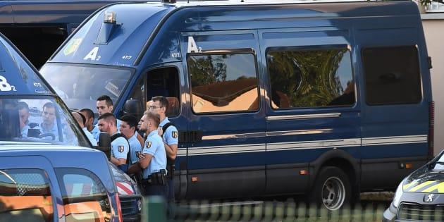 Des gendarmes à Pont-de-Beauvoisin, à proximité de l'endroit où Maëlys a été kidnappé.