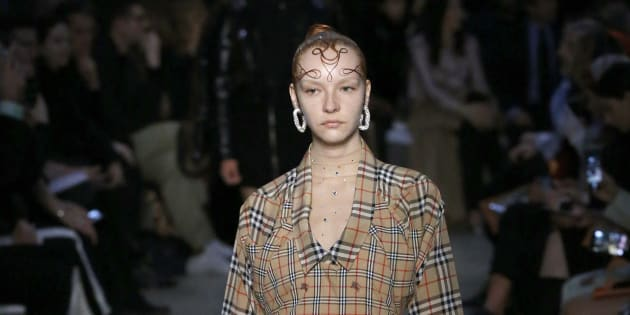 Modelo durante la pasarela de Burberry en la Semana de la Moda de Londres el pasado 17 de febrero.