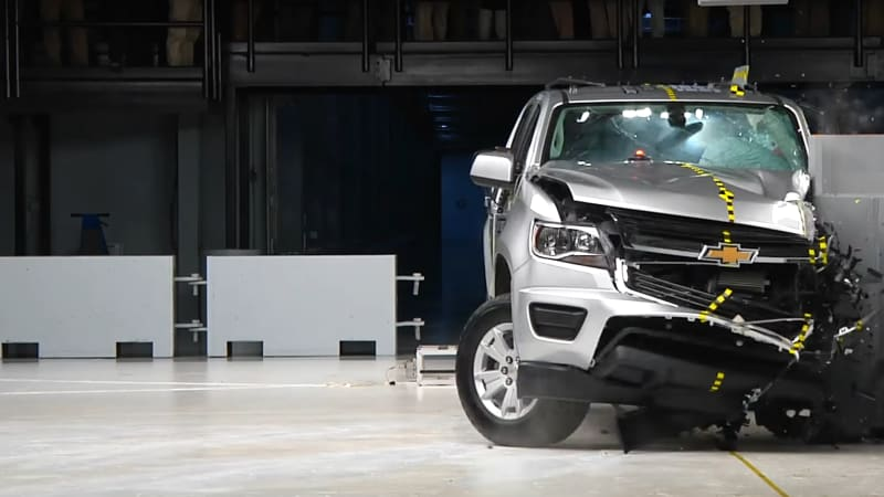 Versions Of The Toyota Tacoma Chevrolet Colorado And Gmc Canyon Crew Cab Earned Top Ratings In A New Crash Test Midsize Pickup Trucks From Insurance