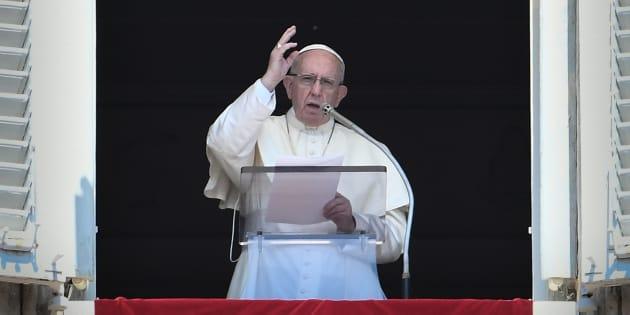 Le Pape François donnant un discours au Vatican ce dimanche 19 août