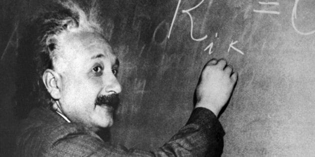 Albert Einstein a établi que la lumière avait toujours la même vitesse dans le vide.
