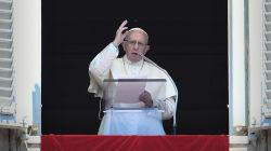 Le pape condamne les