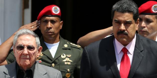 Os presidentes de Cuba, Raul Castro, e da Venezuela, Nicolás Maduro, se encontram para lembrar o aniversário de morte do ex-presidente Hugo Chavez.