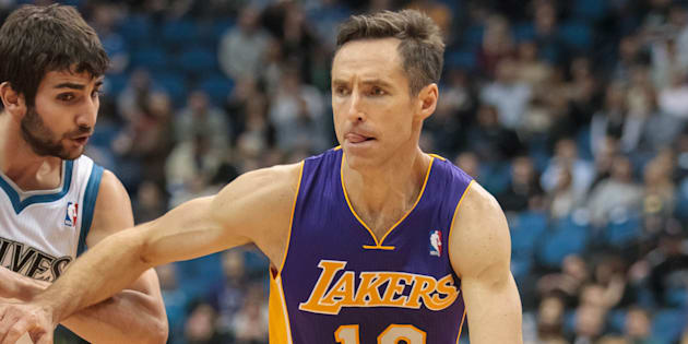 Steve Nash (à droite) alors qu'il évoluait pour les Lakers de Los Angeles, en 2014.