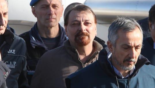 BATTISTI AMMETTE I 4 OMICIDI - Confessa ai pm i delitti per cui è stato