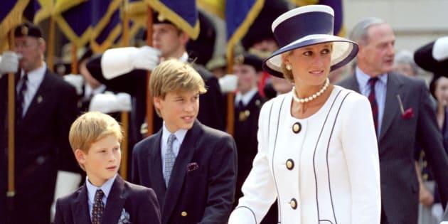 Diana de Gales, junto con sus hijos Guillermo y Enrique.