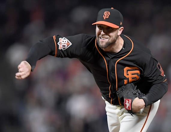 Giants pitcher fractures pinky after blowing save
