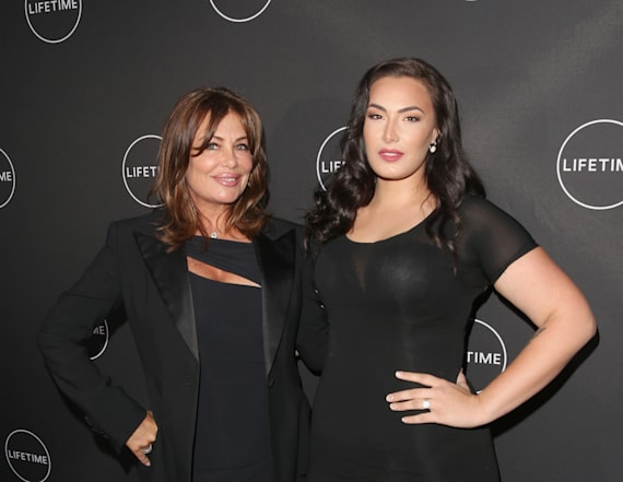 Kelly LeBrock hits red carpet with daughter