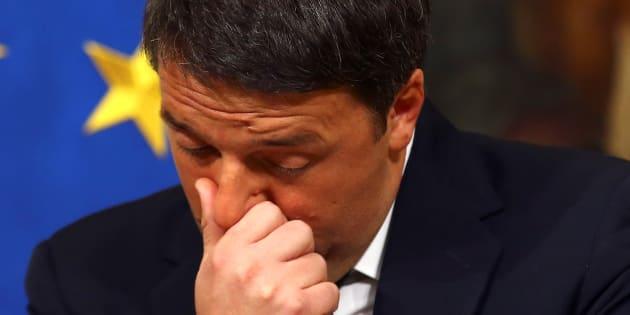 Gentiloni a fianco di Renzi avverte: