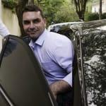Ex-assessor de Flávio Bolsonaro falta a depoimento por 'inesperada crise de