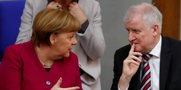 Angela Merkel rejette l'ultimatum de son ministre de l'Intérieur sur l'immigration Horst Seehofer.