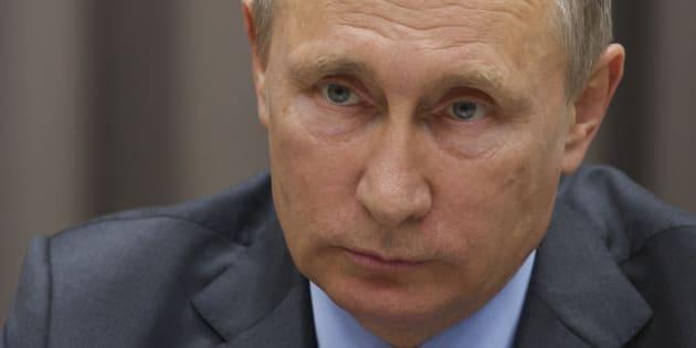 """Vladimir Poutine - ici le 21 septembre - charge Charlie Hebdo et appelle les artistes à ne """"pas diviser la société"""""""