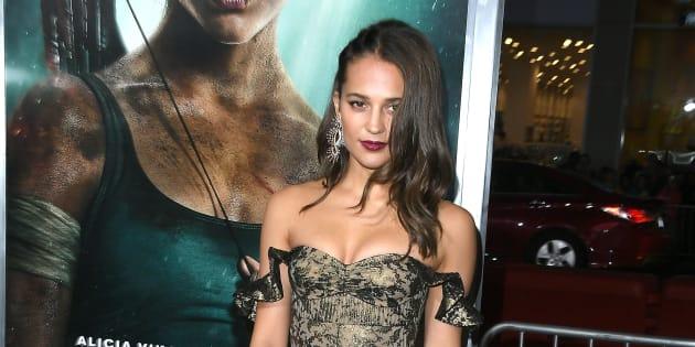 """Tomb Raider"" : Alicia Vikander rayonnante à l'avant-première"