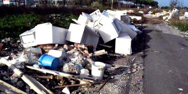 Roma, mazzette per lo scarico illecito di rifiuti: tredici a