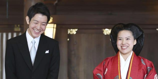 La princesse Ayako et son époux Kei Moriya à la sortie de leur cérémonie de mariage au sanctuaire Meiji de Tokyo, ce lundi 29 octobre.