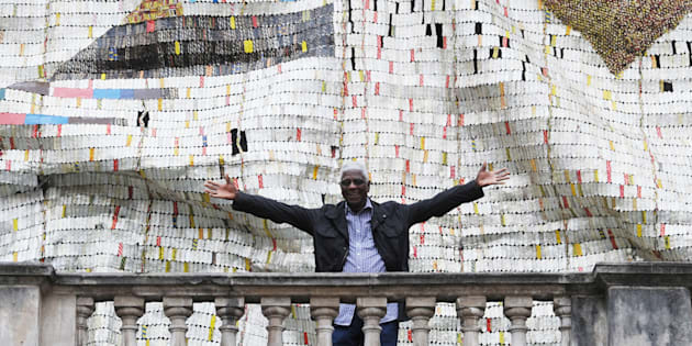 El Anatsui with his work entitled TSIATSIA – Searching for Connection. A solo exhibition of the artist will be on at the Goodman Gallery in Johannesburg from late November.