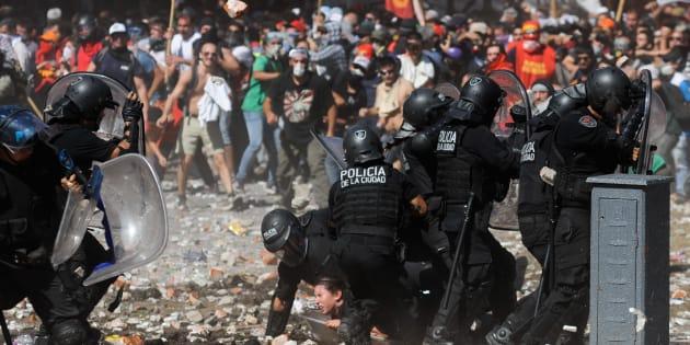 Tensão nas ruas atinge o ápice na Argentina.