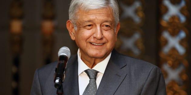 Andrés Manuel López Obrador durante una conferencia de prensa tras su reunión con Enrique Peña Nieto en Palacio Nacional.