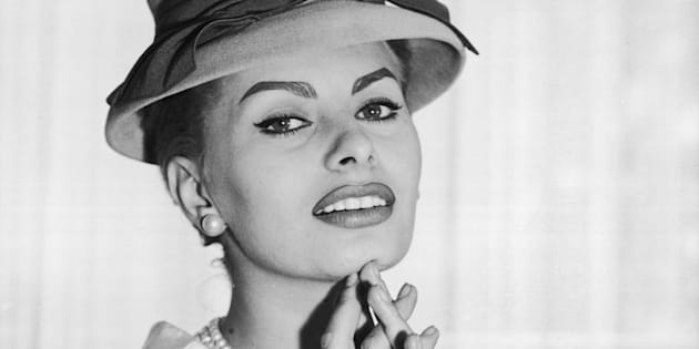 circa 1957:  Italian actress Sophia Loren wears a hat and pearls during the filming of 'The Pride and the Passion'.  (Photo by Hulton Archive/Getty Images)