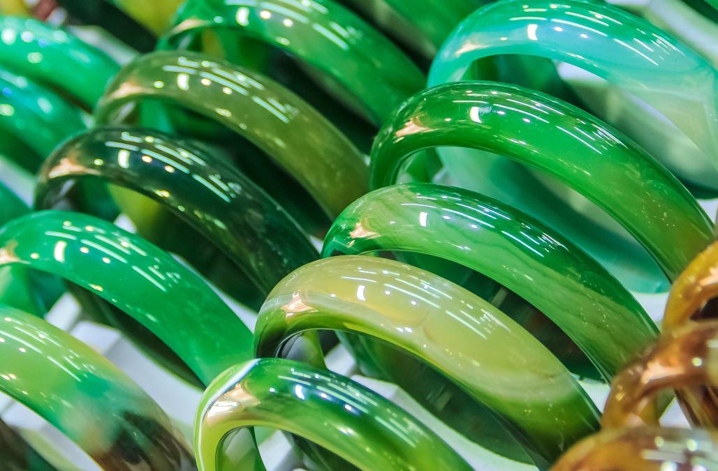 Woman faints in horror after breaking $44,000 jade bracelet