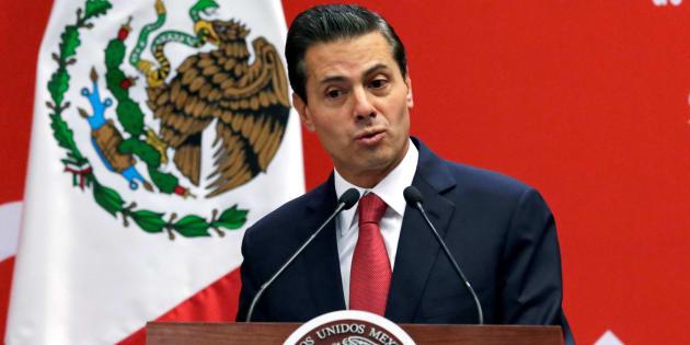 El primer libro que recibió fue el 6 de diciembre de 2012 y se trató de El gallo pitagórico. Fue un regalo Raúl Plascencia Villanueva, quien en ese entonces era titular de la Comisión Nacional de Derechos Humanos (CNDH).