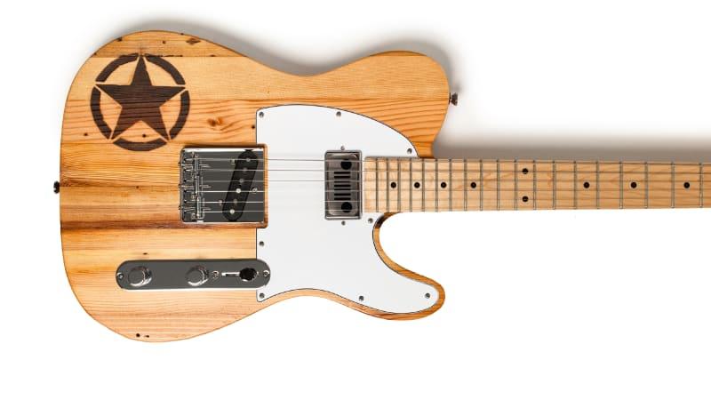 Die Wallace-Gitarre der Marke Jeep wird mit Holz aus dem Packard-Werk handgefertigt.