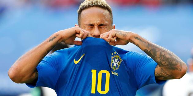 Neymar valorizou demais e árbitro anulou penalidade.