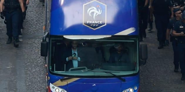 """Alexandre Benalla s'occupait """"des bagages"""" dans le bus des Bleus affirme Castaner"""