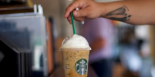 Starbucks va supprimer ses pailles en plastique et offrir des alternatives