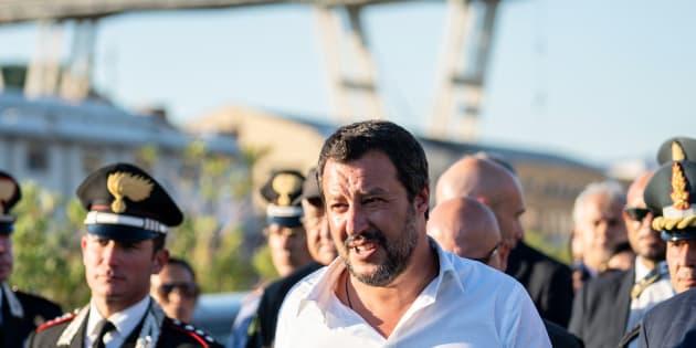 Educazione salviniana: mentre Genova piangeva, Matteo Salvini festeggiava