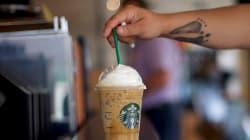 Starbucks va supprimer ses pailles en plastique et offrir des