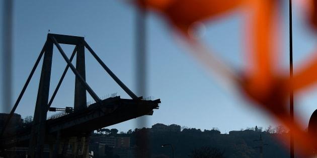 Ponte Morandi, via al dissequestro del moncone ovest. Domani