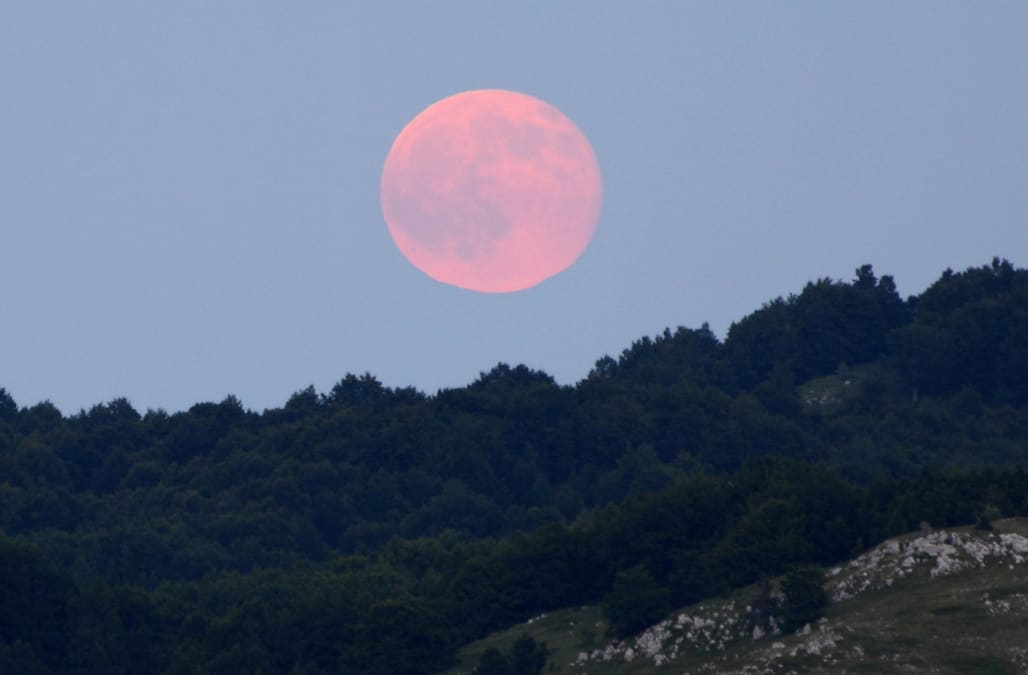 Blue Sky Full Moon But Not Blue Moon >> How April S Full Moon Earned Its Nickname Pink Moon Aol News