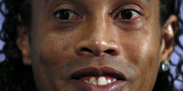 Ronaldinho, durante una rueda de prensa con la selección de Brasil en Londres, en 2013.