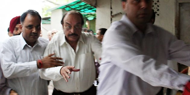 Indian real estate businessman businessman Gopal Ansal (C) is escorted to the prison at the Patiala House Court in New Delhi on September 11, 2008.