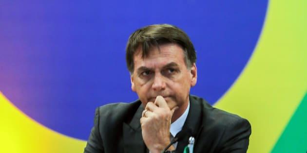 """Jair Bolsonaro diz que é """"um desrespeito"""" oferecertratamento de cubanos a pacientes brasileiros."""