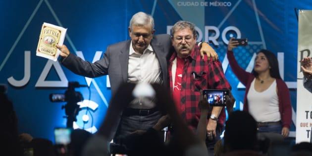 CIUDAD DE MÉXICO, 17OCTUBRE2017.- Paco Ignacio Taibo II, presentó su libro 'Patria', acompañado de Andrés Manuel López Obrador, en la Feria Internacional del Libro Zócalo 2017. FOTO: TERCERO DÍAZ /CUARTOSCURO.COM