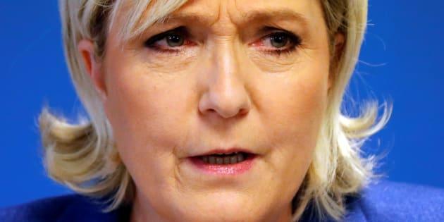 """Marine Le Pen riposte et veut poursuivre celui qui a déposé le nom """"Front National"""" en 2013"""