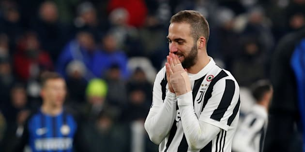Soccer Football - Serie A - Juventus vs Inter Milan - Allianz Stadium, Turin, Italy - December 9, 2017   Juventus' Gonzalo Higuain reacts       REUTERS/Stefano Rellandini