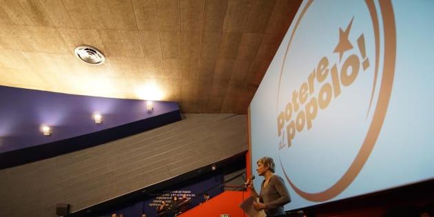 """Un momento della presentazione della lista """"Potere al Popolo"""" al cinema Modernissimo di Napoli, 14 gennaio 2018. ANSA/CESARE ABBATE"""