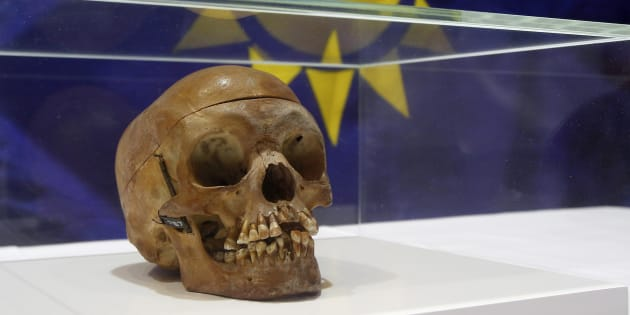 Un crâne humain d'un Herero, exposé lors d'une cérémonie à Berlin le 30 septembre 2011. REUTERS/Tobias Schwarz (POLITICS RELIGION)