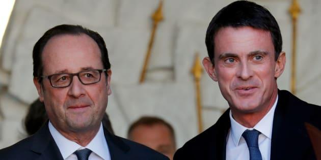 Le Président François Hollande avec son Premier ministre Manuel Valls sortant de l'Elysée après le Conseil des ministres, à Paris, le 30 novembre 2016.