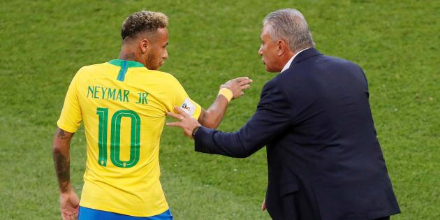 Tite tem orientado Neymar dentro e fora de campo, e as conversas parecem estar dando certo.