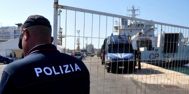 La France accepte d'accueillir 50 migrants présents dans les eaux territoriales italiennes.