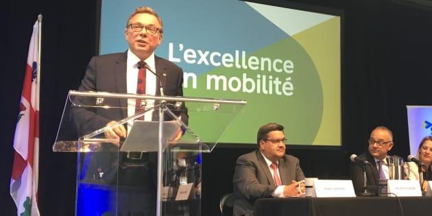 Philippe Schnobb, président de la STM; Denis Coderre, maire de Montréal; Aref Salem, responsable du transport au sein du comité exécutif; Elsie Lefebvre, vice-présidente de la STM.