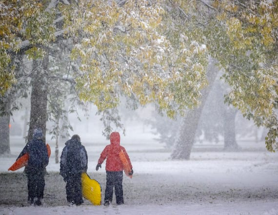 Record cold blankets north-central U.S. with snow