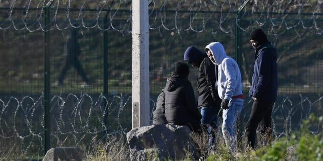 Des migrants à Calais, le 19 janvier 2018.