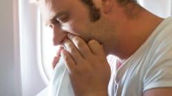 「機内のほぼ全員吐きました。パイロットも吐きそうです」