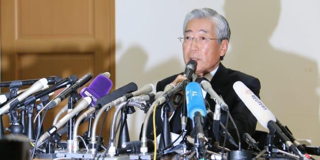 記者会見をするJOC竹田恒和会長