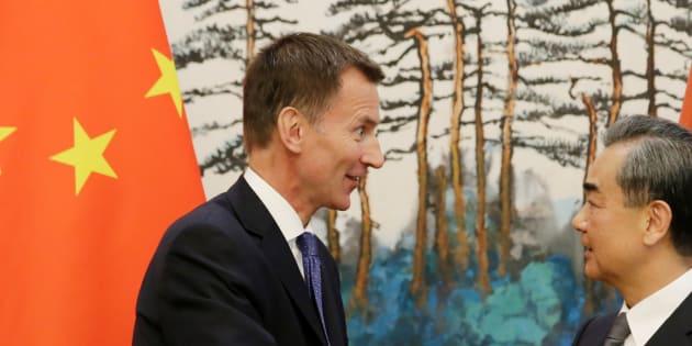 Jeremy Hunt, nouveau ministre des Affaires étrangères britannique, présente sa femme chinoise comme japonaise... en Chine